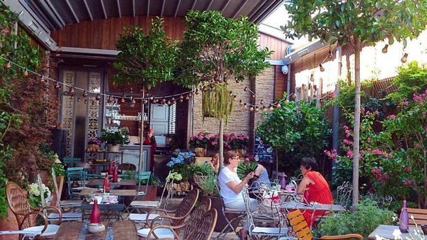 40 terrazas para tocar el cielo de madrid eat love madrid for El jardin secreto madrid precios