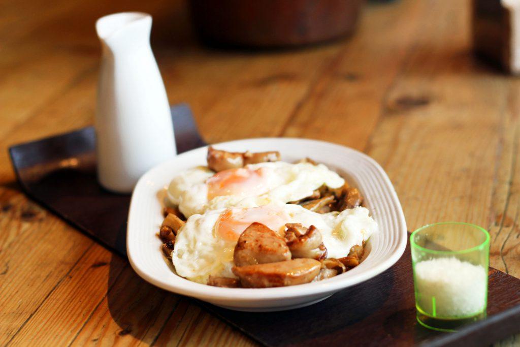 Setas silvestres con huevos, foie y cremoso de patatas en La Trastienda Tapas restaurante Madrid