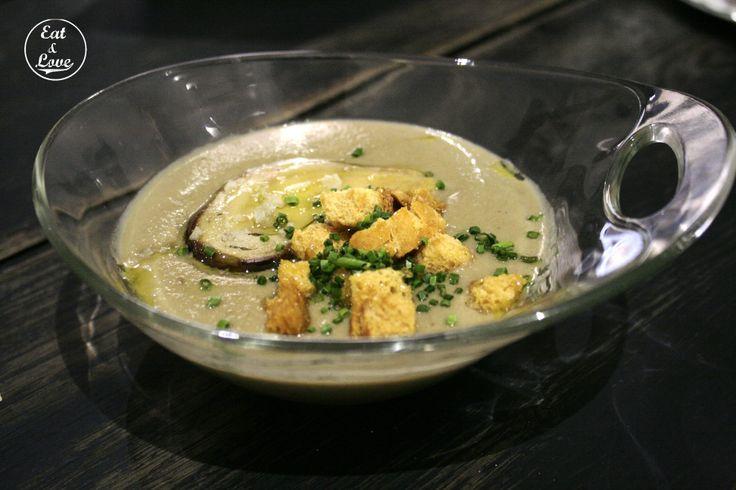 Crema de setas con foie y aceite de oliva en Triciclo restaurante Madrid