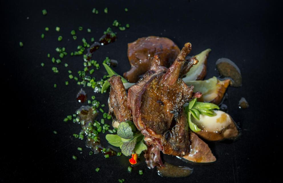 Tórtola asada con setas al aroma de Oloroso en Lakasa restaurante Madrid