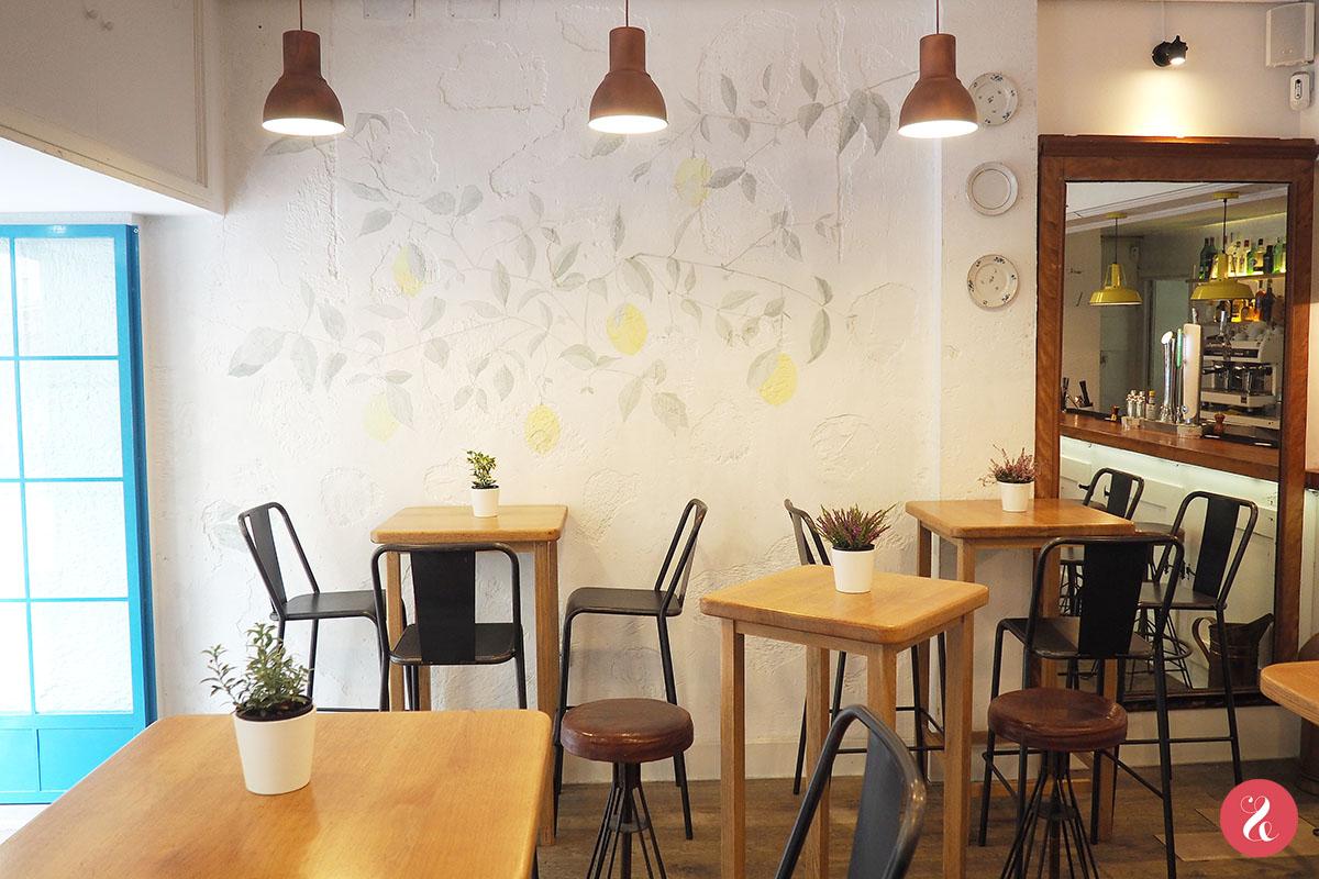 El interiorismo de Limone (eat&love studio en colaboración con Marta Banús) se inspira en el verano y en la Liguria italiana