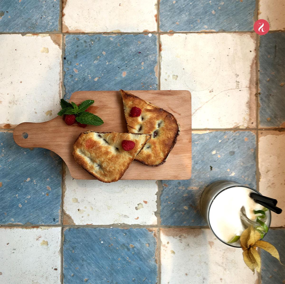 El dúo dinámico de Limone: focaccias -saladas y dulces, como esta de Nutella- o 'bocconcini' -tapas italianas- + coctelería