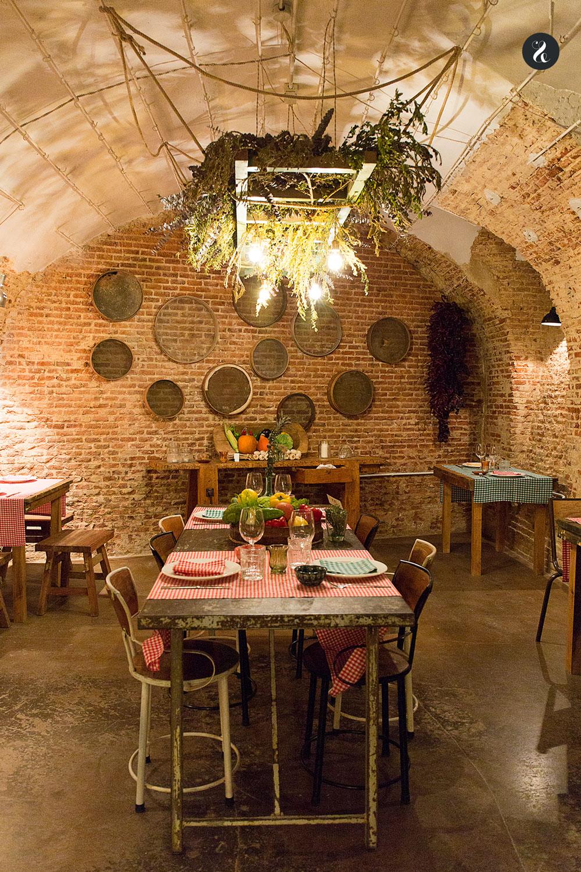 Kiki Deli está en una cava que un día fue un secadero de jamones y hoy es un precioso (y secreto) restaurante - Foto: Lora Demodé