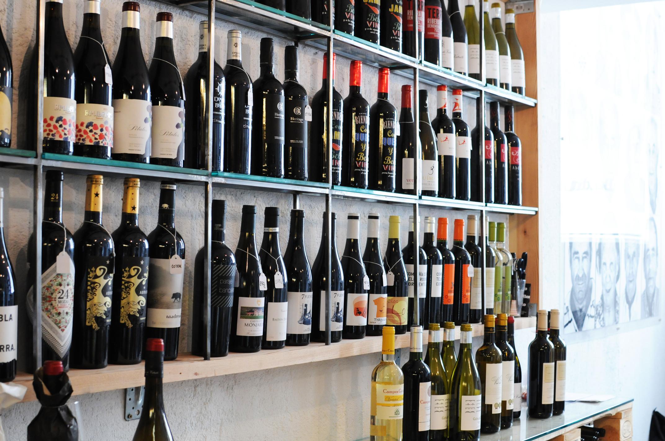 Mejores puestos comer mercados Madrid - Bendito Vinos y vinilos