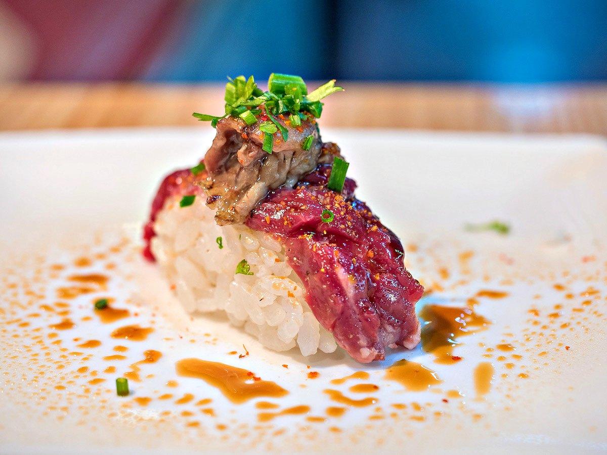 Mejores puestos comer mercados Madrid - Sushi en Bici